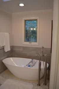 Roger & Patti T. Bathroom